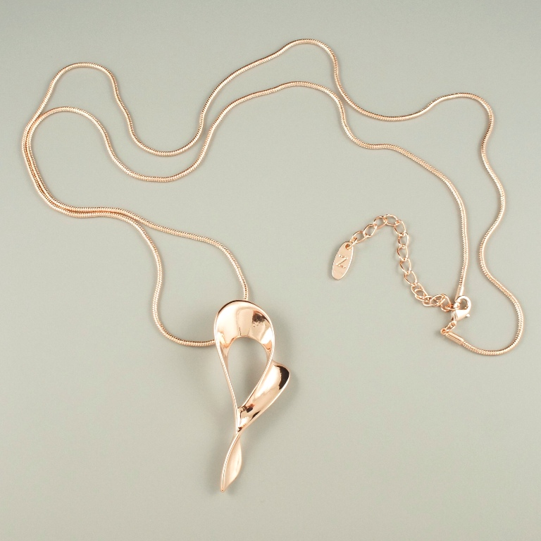 Long rose gold heart necklace